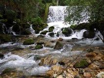 """Cascadas del río """"Vrelo"""" Imagen de archivo libre de regalías"""