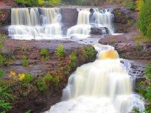 Cascadas en el río de la grosella espinosa Imágenes de archivo libres de regalías