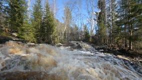 Cascadas en el río de Tohmajoki metrajes