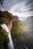 Cascadas en montañas meridionales Fotos de archivo libres de regalías