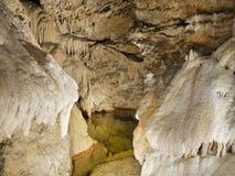 Cascadas famosas de la atracción de la cueva de Demanovska Imagen de archivo libre de regalías