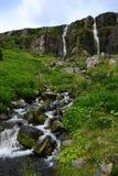 Cascadas gemelas en Seydisfjördur, Islandia imágenes de archivo libres de regalías