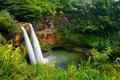 Cascadas gemelas majestuosas de Wailua en Kauai Imagen de archivo