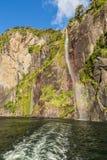 Cascadas gemelas Milford Sound Parque nacional de Fiordland, isla del sur, Nueva Zelanda imagen de archivo libre de regalías