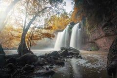 Cascadas grandes en otoño foto de archivo libre de regalías