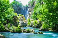 cascadas grandes que esperan para ser descubierto Fotos de archivo