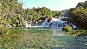 Cascadas Krka, parque nacional, Dalmacia, Croacia metrajes
