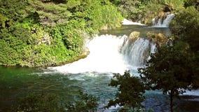 Cascadas Krka, parque nacional, Dalmacia, Croacia almacen de metraje de vídeo