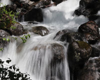 Cascadas lentas en Alasksa Foto de archivo libre de regalías