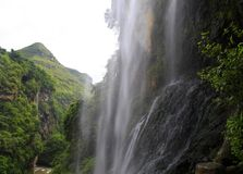 Cascadas, linn, caídas, canalón en la garganta del ¼ Œ del valleyï foto de archivo