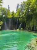 Cascadas múltiples en un lago foto de archivo libre de regalías