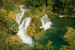 Cascadas y lago en el parque nacional de Krka Foto de archivo