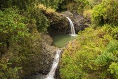 Cascadas y un charco íntimo del agua Imagen de archivo