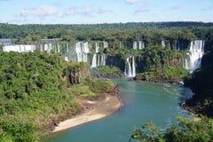 Cascade à écriture ligne par ligne d'Iguazu photos libres de droits