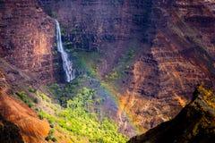 Cascade à écriture ligne par ligne de canyon de Waimea Photos libres de droits