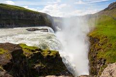 Cascade à écriture ligne par ligne de Gullfoss en Islande images libres de droits
