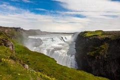 Cascade à écriture ligne par ligne de Gullfoss en Islande photos libres de droits