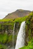 Cascade à écriture ligne par ligne de Seljalandsfoss, Islande Photographie stock