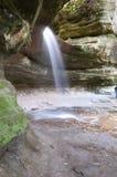 Cascade à écriture ligne par ligne à la roche affamée Photos stock