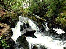 Cascade à écriture ligne par ligne au Pays de Galles Photos libres de droits