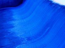Cascade à écriture ligne par ligne bleue photographie stock libre de droits