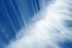 Cascade à écriture ligne par ligne bleue Photo libre de droits