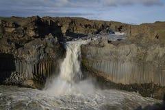 Cascade à écriture ligne par ligne d'Aldeyiarfoss, Islande Image libre de droits