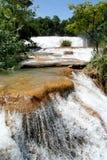 Cascade à écriture ligne par ligne d'Azul d'Agua, Mexique Photos stock