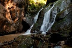 Cascade à écriture ligne par ligne d'Eifonso de fleuve, à Vigo, l'Espagne Photographie stock