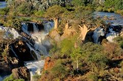 Cascade à écriture ligne par ligne d'Epupa, Namibie Images stock