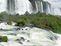 Cascade à écriture ligne par ligne d'Iguacu Photos libres de droits