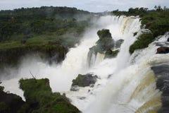 Cascade à écriture ligne par ligne d'Iguacu Photo libre de droits