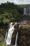 Cascade à écriture ligne par ligne d'Iguacu Image stock