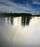 Cascade à écriture ligne par ligne d'Iguazu Photo libre de droits