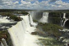 Cascade à écriture ligne par ligne d'Iguazu Photographie stock