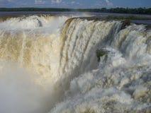 Cascade à écriture ligne par ligne d'Iguazu Photos stock