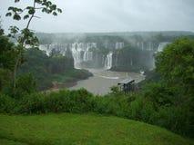 Cascade à écriture ligne par ligne d'Iguazu en Argentine Photos stock
