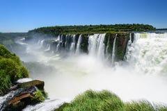 Cascade à écriture ligne par ligne d'Iguazu en Argentine Photo libre de droits