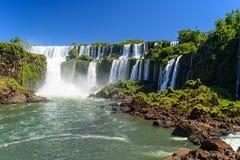 Cascade à écriture ligne par ligne d'Iguazu en Argentine Photographie stock libre de droits