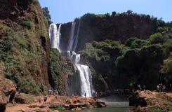 cascade à écriture ligne par ligne d'ouzoud du Maroc Photographie stock