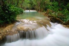 Cascade à écriture ligne par ligne dans la jungle, kuangsi Image libre de droits