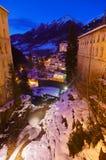 Cascade à écriture ligne par ligne dans la station de sports d'hiver de montagnes mauvais Gastein Autriche Photo libre de droits