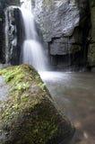 Cascade à écriture ligne par ligne dans la vallée de Lumsdale, Angleterre Photos libres de droits