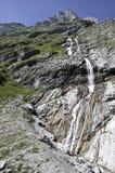 Cascade à écriture ligne par ligne dans les Alpes bavarois Photo stock