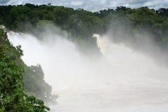 Cascade à écriture ligne par ligne dans les tropiques Photographie stock libre de droits