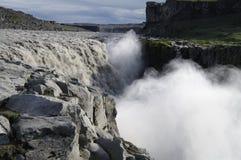 Cascade à écriture ligne par ligne de Dettifoss, Islande photographie stock