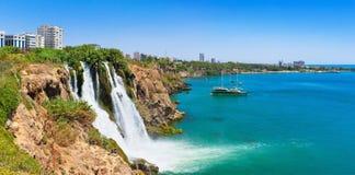 Cascade à écriture ligne par ligne de Duden à Antalya Photo libre de droits