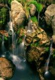 Cascade à écriture ligne par ligne de fleuve Photo libre de droits