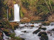 cascade à écriture ligne par ligne de fleuve de banias Photo stock
