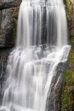 cascade à écriture ligne par ligne de force d'automne de bushkill Image stock